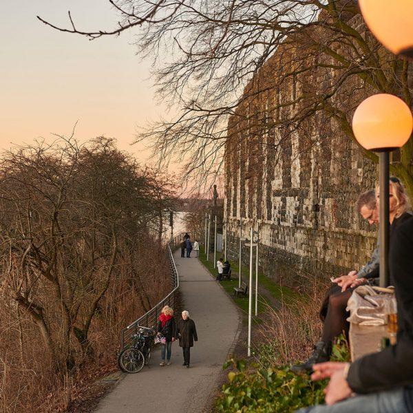 Galerie Burghof | Restaurant & Biergarten in Düsseldorf - Direkt am Rhein