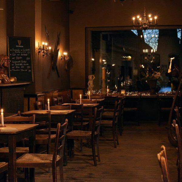 Galerie Burghof | Restaurant & Biergarten in Düsseldorf - Urige Einrichtung